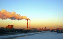 Башня трубы CHP над Москвой стоковые фотографии rf
