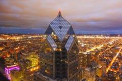 Башня Филадельфия 2 свобод - изумительный вид с воздуха на ноче - ФИЛАДЕЛЬФИЯ - ПЕНСИЛЬВАНИЯ - 7-ое апреля 2017 стоковые фотографии rf
