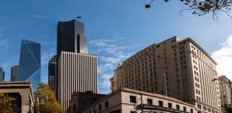 Башня центра Колумбии, метка и здание Dexter Norton в Сиэтл, Вашингтоне, США стоковые изображения