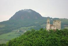 Башня церков на холме стоковое фото