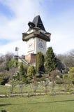 Башня часов от сада Стоковая Фотография