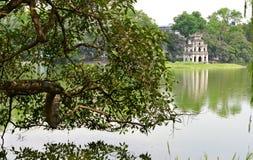 Башня черепахи в озере Hoan Kiem, Ханое Стоковые Фотографии RF