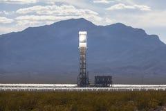 Башня электрической станции тепловой мощности пустыни Ivanpah солнечная Стоковое Фото