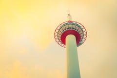 Башня Японии Киото (Фильтрованное влияние обрабатываемое изображением винтажное стоковое фото