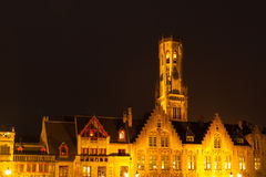 Башня, aka колокольня Бельфора, Брюгге к ноча, Бельгия Стоковая Фотография