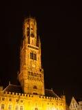 Башня, aka колокольня Бельфора, Брюгге к ноча, Бельгия Стоковое фото RF