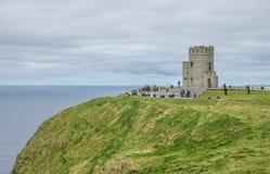 Башня Briens ` o на скалах Moher, Ирландии Стоковые Изображения RF