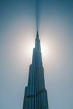 Башня Burj Khalifa отрезала небо стоковые изображения rf