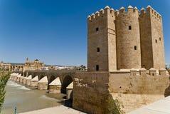 Башня Calahorra и римский мост Cordoba стоковое фото rf