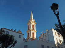 Башня Churche в Calvi, Corse, Франции в золотом свете с лампой стоковое изображение