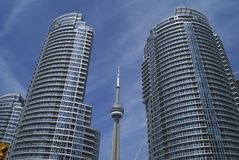Башня CN внутри к центру города, Торонто, Онтарио, Канада Стоковые Фотографии RF