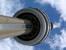Башня CN под голубым небом - II стоковое фото