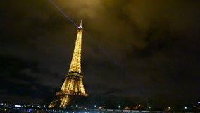Башня Eifel, светлая выставка представления в Париже, Франция, видеоматериал