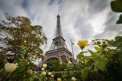 Башня Eiffel, Париж, увиденный от парка Стоковые Фотографии RF