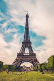 башня eiffel Франции paris башня символа eiffel paris Время Эйфелева башни весной Стоковые Фотографии RF