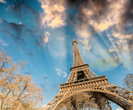 башня eiffel paris Взгляд на заходе солнца Стоковая Фотография RF