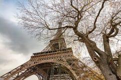 башня eiffel paris Взгляд ориентир ориентира на заходе солнца Стоковая Фотография RF