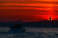 Башня Galata на заходе солнца в городе Стамбула, Турции стоковые фото