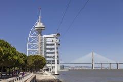 Башня Gama Vasco da, мириад, мост - Лиссабон Стоковые Изображения RF