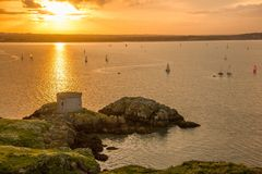 Башня Martello на заходе солнца. Ирландия Стоковое Изображение RF