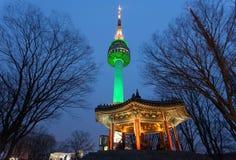 Башня Namsan или башня на ноче, Сеул n Сеула, Корея Стоковая Фотография