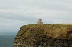 Башня o'Brien на скалах Moher - Ирландии Стоковое Изображение