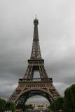 башня overcast eiffel Стоковое Изображение