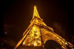 башня paris ночи eiffel Франции Стоковое фото RF
