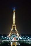башня paris ночи eiffel Стоковые Фотографии RF