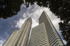 Башня Petronas от downview Стоковая Фотография RF