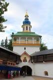 Башня Petrovskaya святых Псков-пещер Dormition (Pskovo-Pechersky) монастыря, России стоковое изображение rf