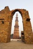 Башня Qutub Minar, Дели, Индия Стоковое фото RF