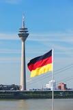 башня rheinturm dusseldorf Стоковое фото RF