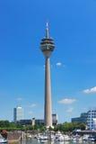 башня rheinturm dusseldorf Стоковые Изображения