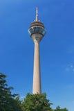 башня rheinturm dusseldorf Стоковые Фотографии RF