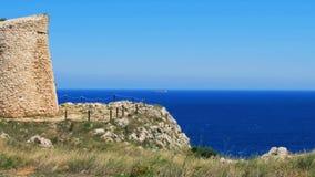 Башня Sant Emiliano Otranto Apulia Италия моря сценарной сторожевой башни сельской местности Salento прибрежная акции видеоматериалы