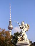 башня tv статуи Стоковые Изображения