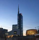 Башня Unicredit и павильон Unicredit, аркада Gael Aulenti, милан, Италия 03/29/2017 Взгляд башни Unicredit Стоковое Изображение