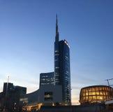 Башня Unicredit и павильон Unicredit, аркада Gael Aulenti, милан, Италия 03/29/2017 Взгляд башни Unicredit Стоковая Фотография