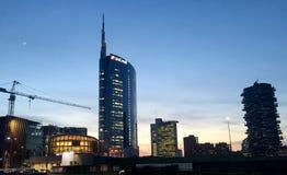 Башня Unicredit и павильон Unicredit, аркада Gael Aulenti, милан, Италия 03/29/2017 Взгляд башни Unicredit Стоковое Фото