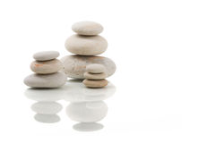 Балансируя изолированные камни Дзэн Стоковое Изображение RF