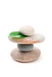 Балансируя изолированные камни Дзэн Стоковые Изображения