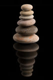 Балансируя камни Дзэн на черноте Стоковое фото RF