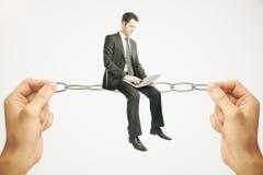 Балансируя концепция, бизнесмен с тетрадью Стоковая Фотография