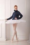 Балерина в теплом свитере Стоковое Фото