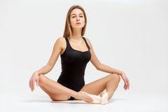 Балерина в черном обмундировании Стоковые Изображения RF