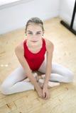 Балерина представляя после тренировки Стоковое Фото