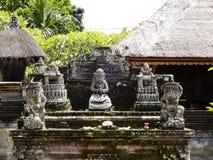 Балийская скульптура в висках стоковое изображение