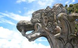 Балийская статуя дракона против голубого неба Стоковая Фотография RF