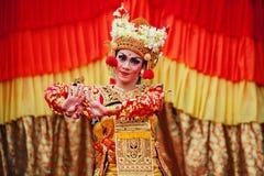 Балийские женщины танцора в традиционном костюме Стоковое Фото